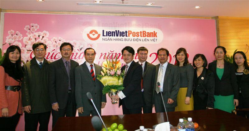 Phó Thống đốc NHNN Nguyễn Đồng Tiến thăm chúc mừng năm mới LienVietPostBank