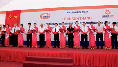 Chủ tịch nước Nguyễn Minh Triết cắt băng khánh thành Trường phổ thông Dân tộc nộ…