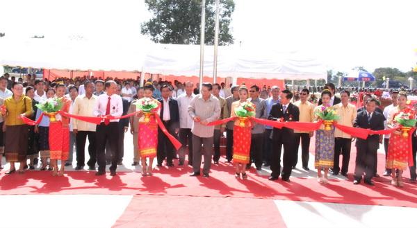 Khánh thành và trao tặng trường Trung học Phạ Mương cho nước bạn Lào